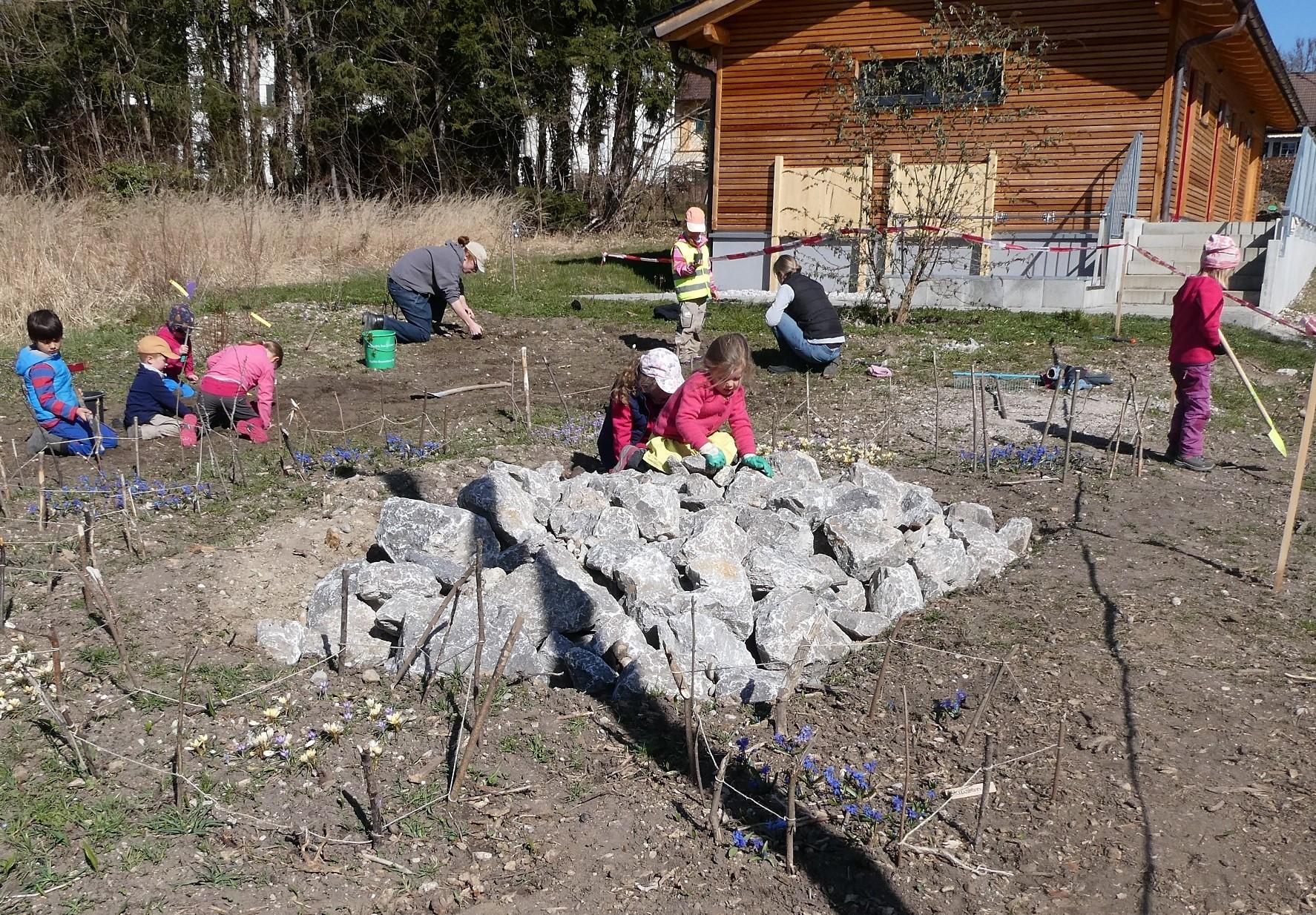 Gartenarbeit für einen guten Zweck